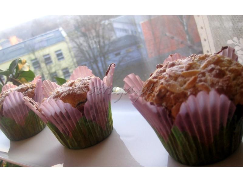 Muffiny z powidłami i migdałami