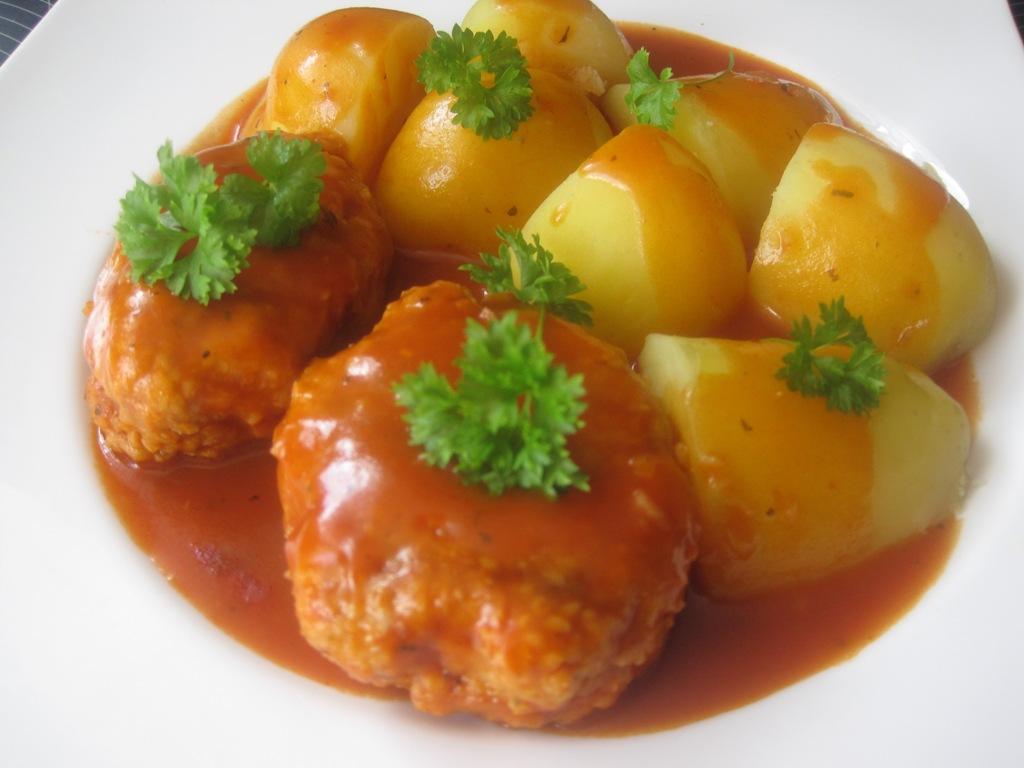 Kotlety w sosie pomidorowym