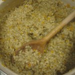 Wielkopolskie smaki- glazurowane żeberka, podane na plyndzach, oraz konfiturą z czerwonej cebuli z rodzynkami.