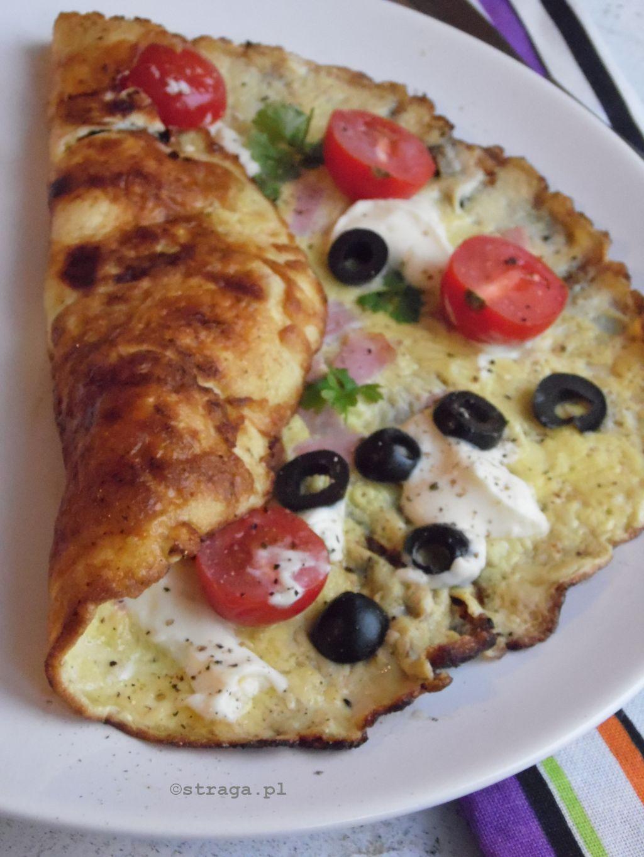 Omlet z bryndzą i oliwkami