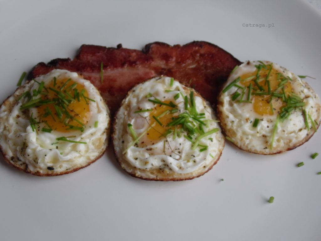 Jajka sadzone z bekonem