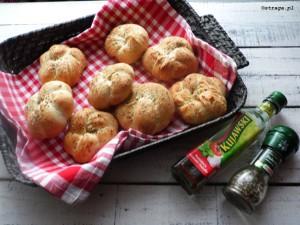 Bułeczki plecione z ziołami włoskim