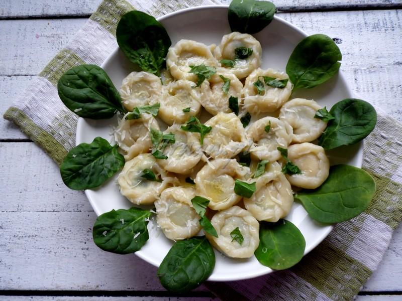 tortellini z ricottą i szpiankiem