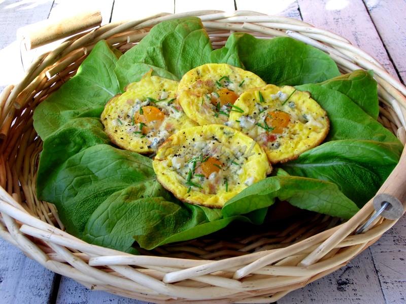mini omlety z serem pleśniowym