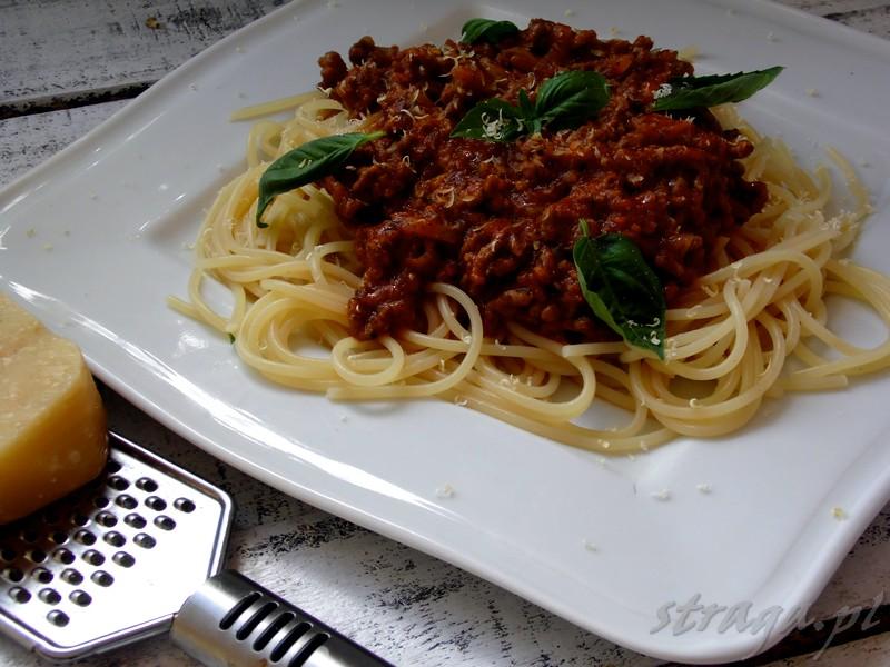 Spaghetti bolognese z parmezanem