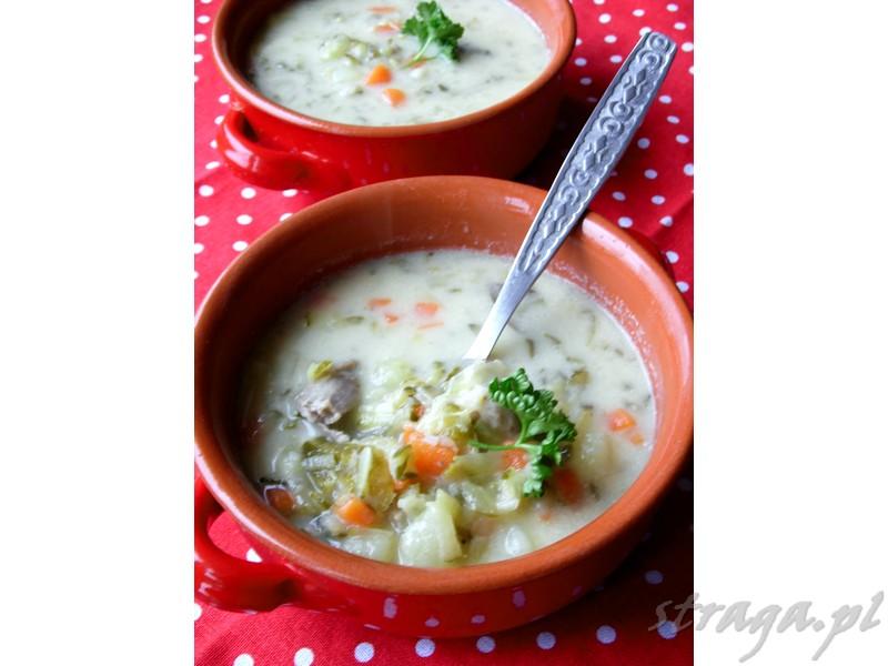 zupa ogórkowa zabielana jogurtem