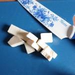 powłoka noża powoduje, że krojąc ser topiony nie przywiera do ostrza