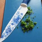 nóż szefa doskonale sieka zioła, tutaj natka pietuszki