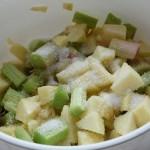 rabarbar i jabłka zasypujemy cukrem