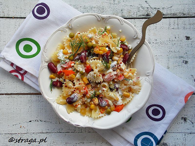 Sałatka z farfalle i warzywami