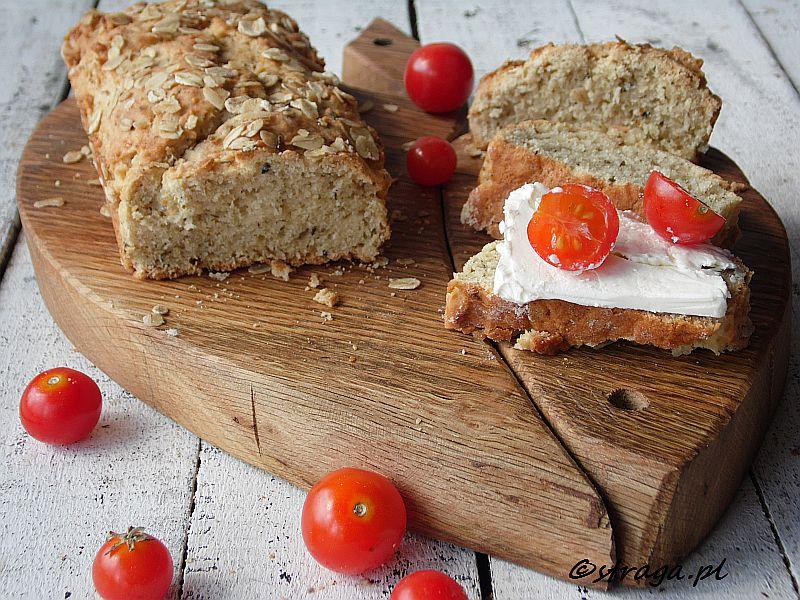 Chlebek drożdżowy sypany