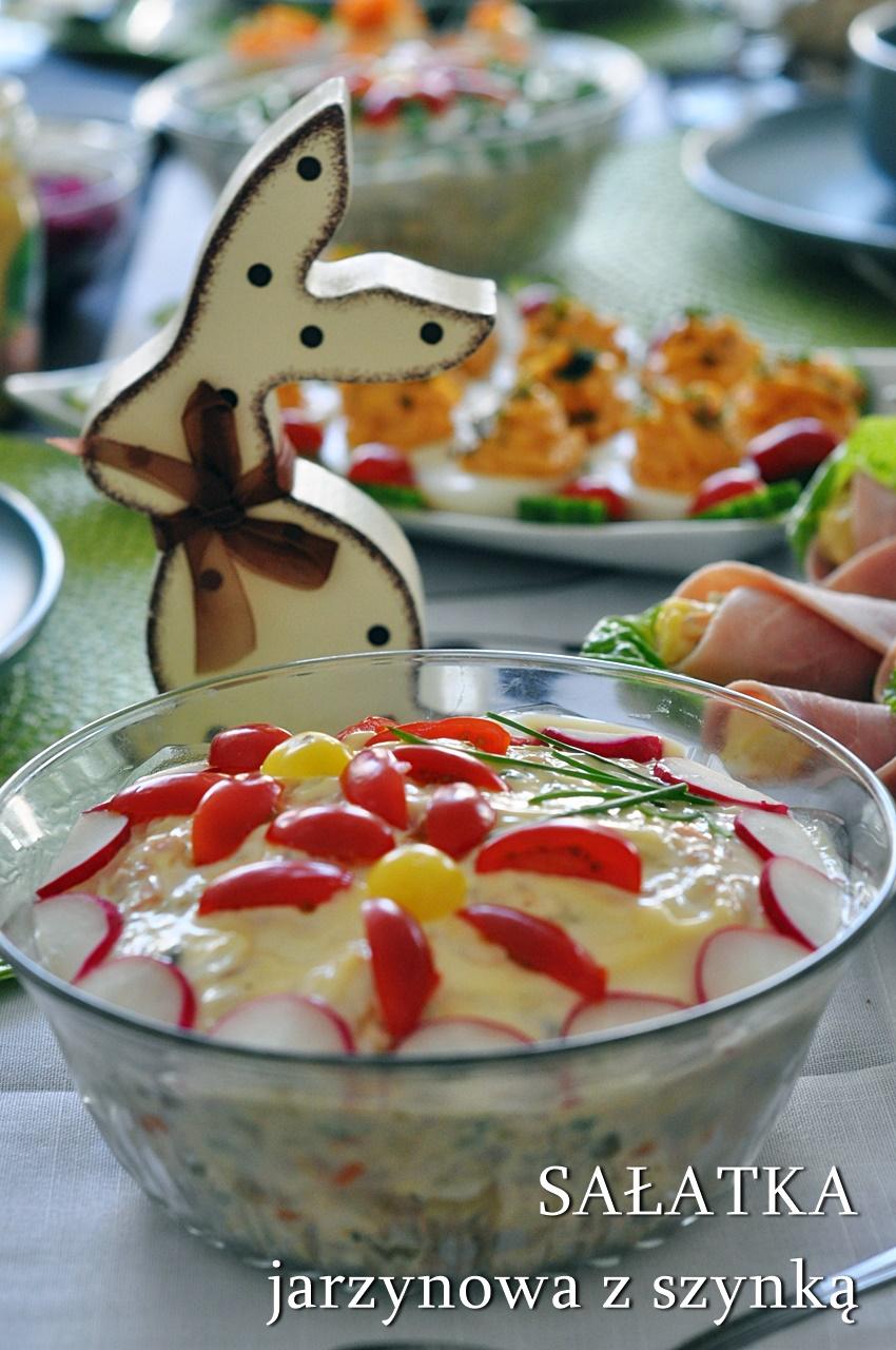 Świąteczna sałatka jarzynowa z szynką
