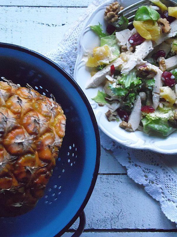 Sałatka z kurczakiem i ananasem