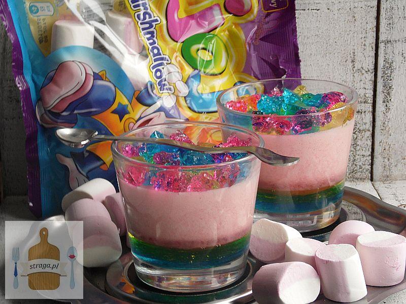 Piankowy kolorowy deser