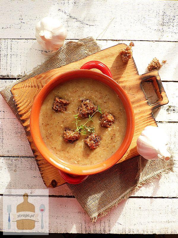 Kremowa zupa czosnkowa z grzankami
