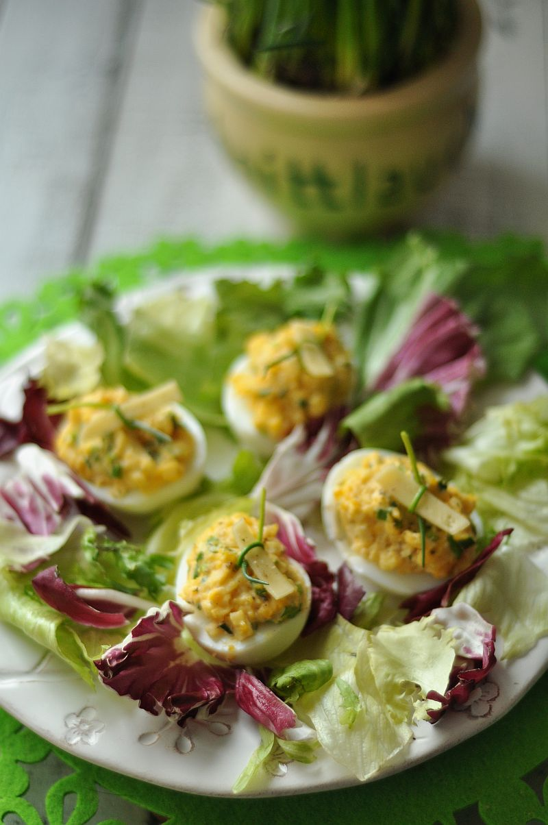 Jajka faszerowane żóltym serem