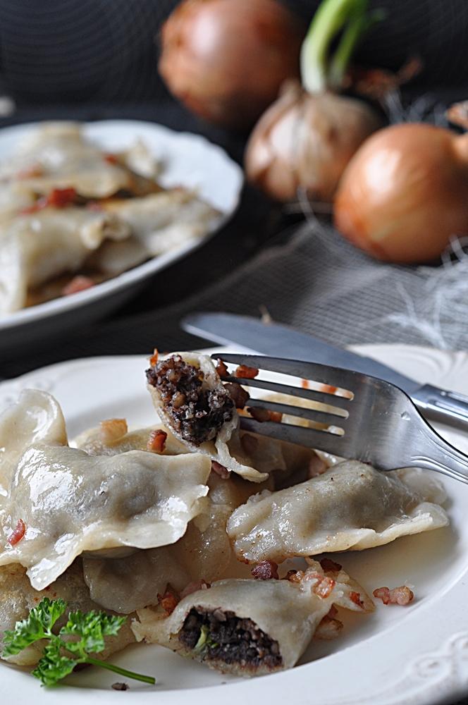 Pierogi z kaszanką i karmelizowaną cebulą