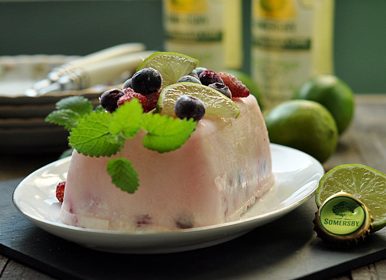 Piwne semifreddo z owocami