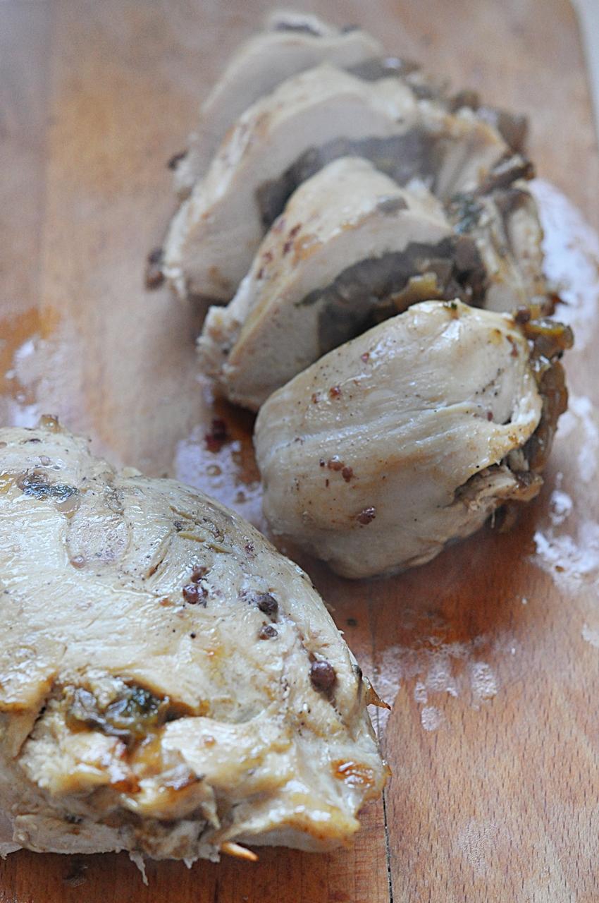piersi kurczaka kroimy w grube plastry