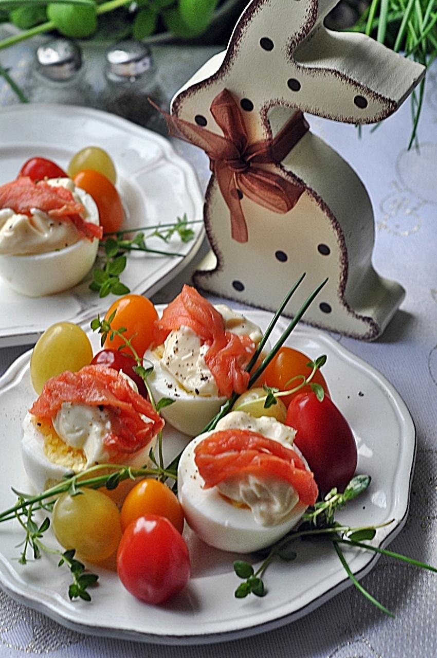 Jajka z majonezem i łososiem